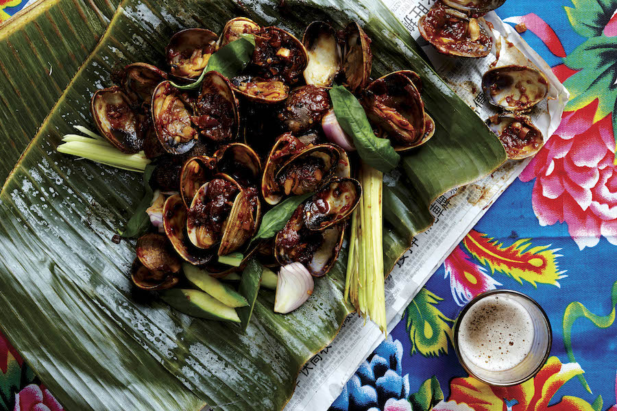 Portuguese barbecued clams